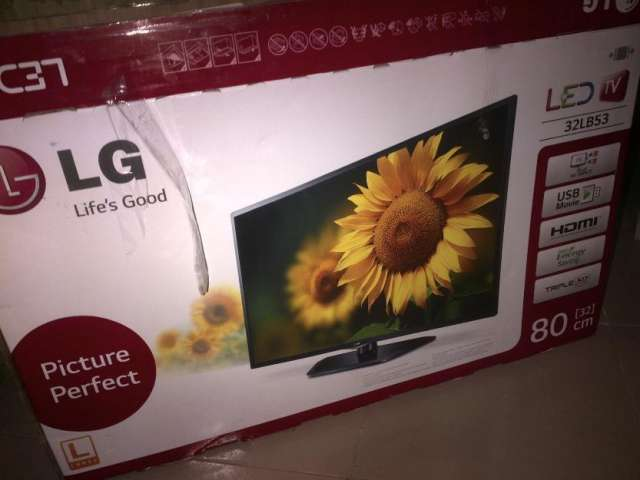 32inc lg/led excellent picture protection resolution brand new internet smart with 2 years