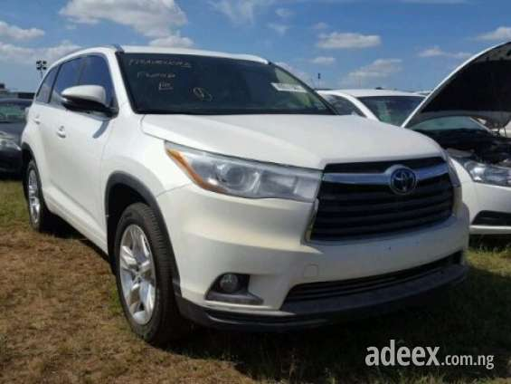 Very clean toyota highlander at a very cheap and affordable price